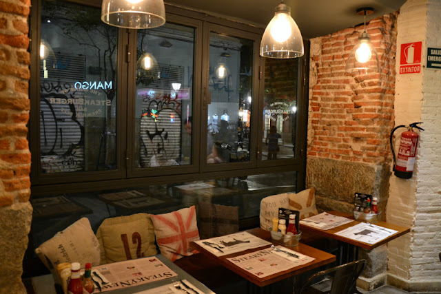 Steak-Burger-decoracion-interior-mesas