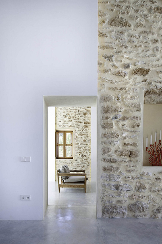 Can Manuel d'en Corda house in Formentera. Design by Marià Castelló and Daniel Redolat. Image by Estudi Es Pujol de s'Era via ArchDaily.