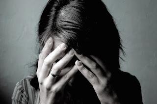 http://vnoticia.com.br/noticia/1874-mulher-de-29-anos-comete-suicidio-em-praca-joao-pessoa