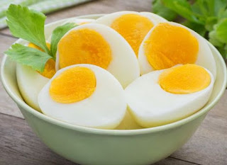Cara merebus dan mengupas telur ayam.