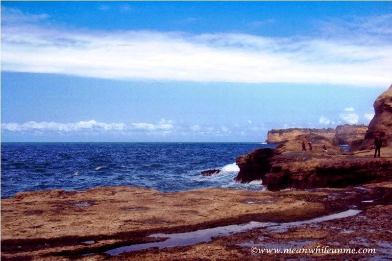 Pantai Klayar Pacitan hamparan lautan biru