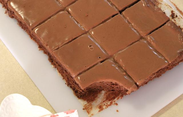Čokoladni-kolač-sa-slatkom-pavlakom