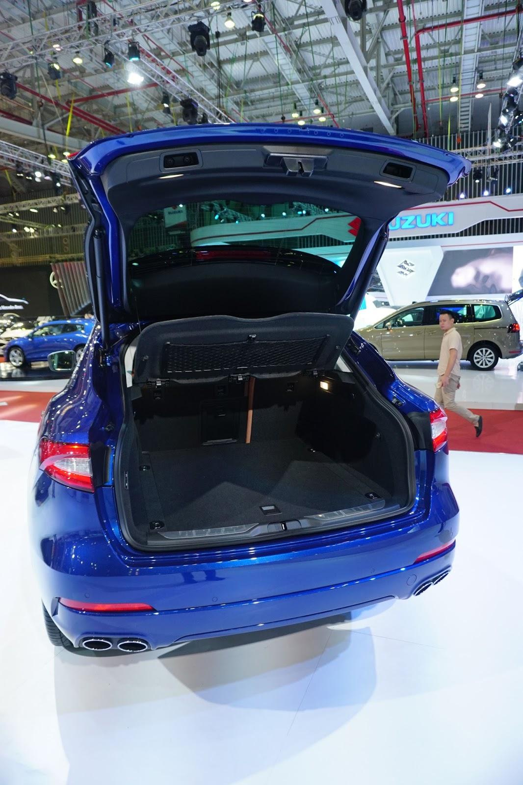 Khoang hành lý của Maserati Levante 2016 khá rộng rãi