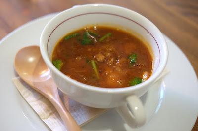 メゾンドソラマメ(Bistro Maison de SORAMAME)仔羊入り野菜とトマトのスープ