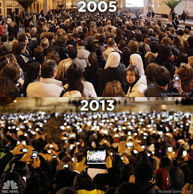 Photo of the pope being announced in 2005 vs 2013, in 2005 it is a crowd of people and in 2013 it is a sea of phone screens recording the moment.