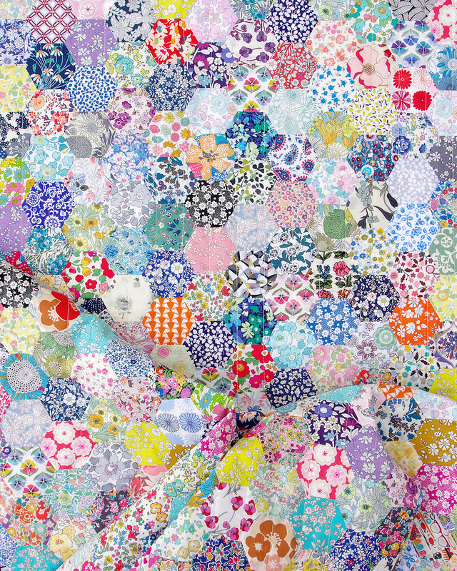 Liberty of London Hexagon Quilt | English Paper Piecing | © Red Pepper Quilts - October 2018