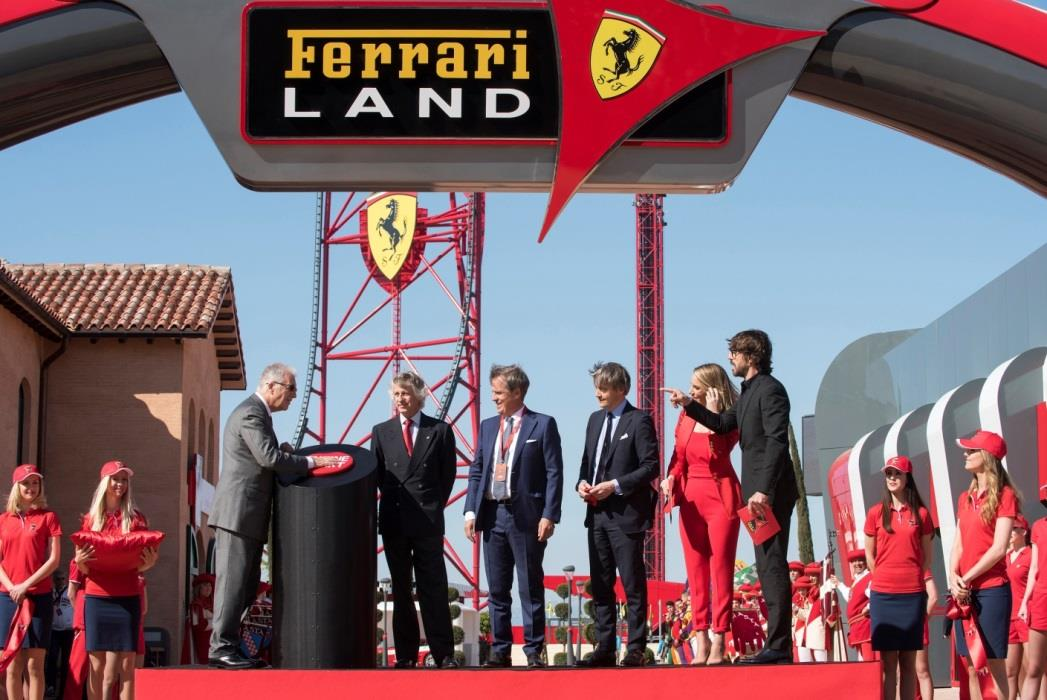 un succ s international pour l inauguration de ferrari land portaventura. Black Bedroom Furniture Sets. Home Design Ideas