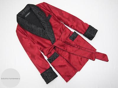 herren hausjacke englisch rot schwarz smoking jacket edel elegant stilvoll warm gesteppt gefüttert edel luxus exklusiv für männer morgenmantel exquisit