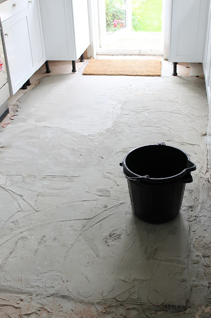 Adding a layer of adhesive to the top of the underfloor heating