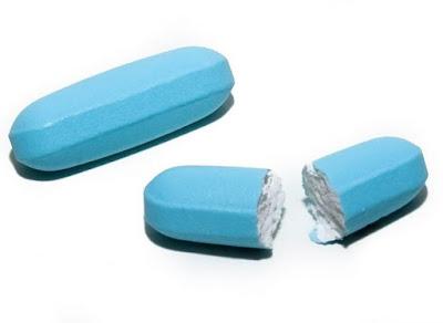 Nhai thuốc, nghiền thuốc trước khi uống có thể gây nguy hiểm