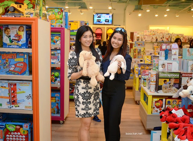 Pretty bloggers Kelly and Shivani posing with these cutesy plush toys