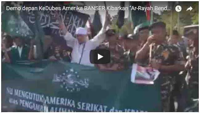 """Demo di Kedubes Amerika Banser Kibarkan """"Ar-Rayah Bendera Rasul"""""""