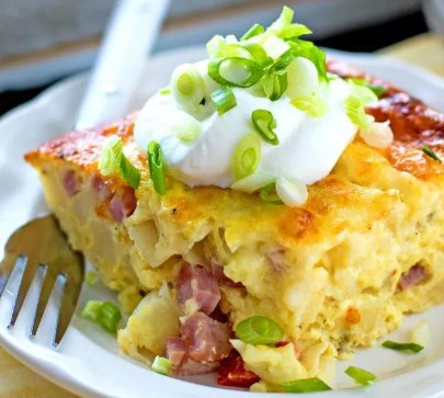 HAM AND CHEESE HASH BROWN BRUNCH BAKE