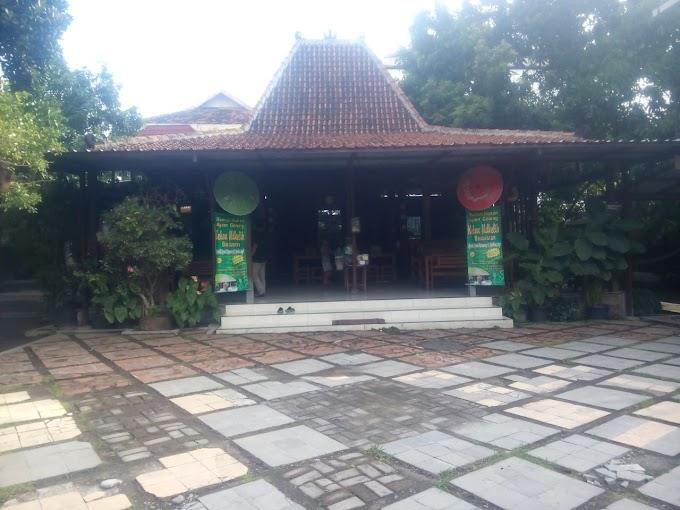 Menikmati Lezatnya Ayam Goreng Kampung  dan Jerohan Sapi di Kebon Ndelik