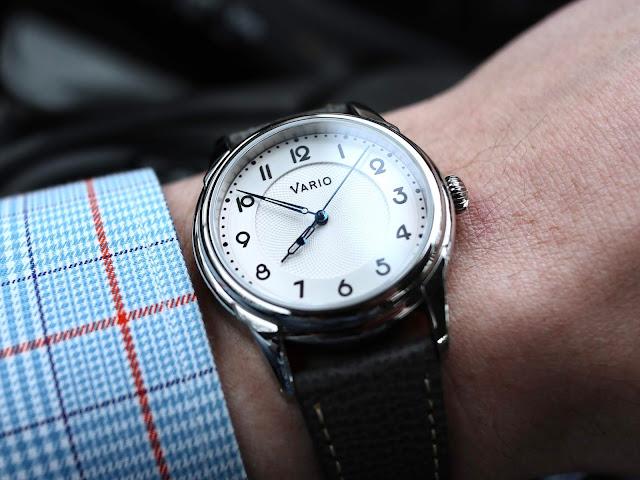 Vario Empire white wrist shot