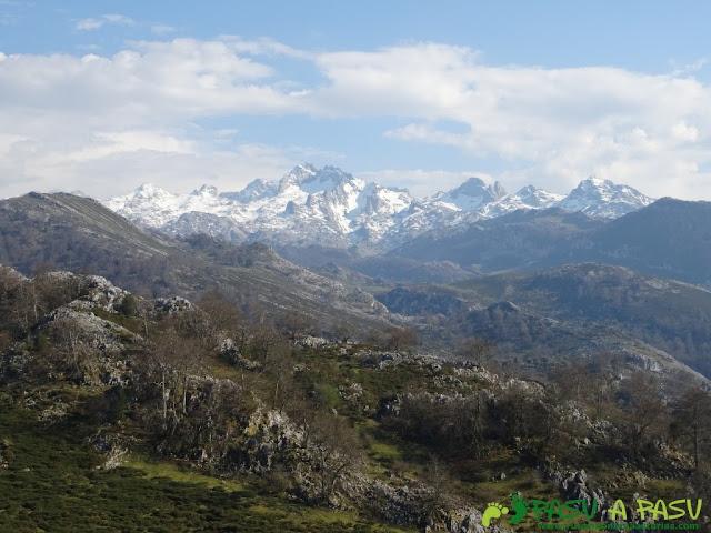 Vista del Macizo del Cornión u Occidental desde la zona de Fana