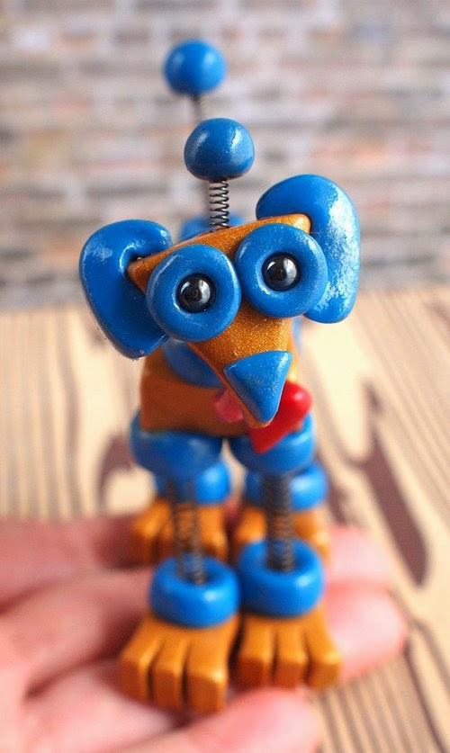 07-Mini-Robot-Dog-HerArtSheLoves-Clay-Robot-World-Sculptures-www-designstack-co