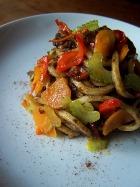 Spaghetti al nero di seppia e verdure