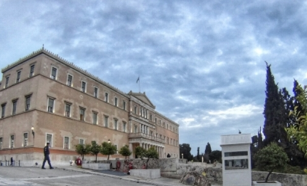 NYT: Η Ελλάδα έχει χρεοκοπήσει και η Γερμανία επιβάλει μόνο λιτότητα