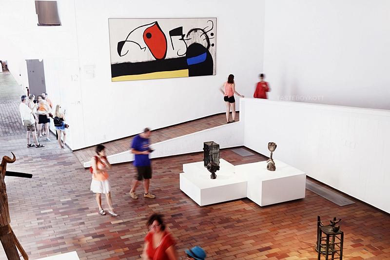 Art & Travel: 4 Tipps in Barcelona für Kunst- und Architekturliebhaber Reisetipps: Museum Fundació Joan Miró, Casa Mila, Casa Batllo, Barcelonapavillon. Gaudi, Architektur, Kunst und Design in Barcelona. Tasteboykott Blog.