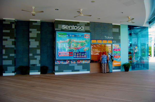 bowdywanders.com Singapore Travel Blog Philippines Photo :: Singapore :: Sentosa Boardwalk - Cheapest Way To Reach Sentosa