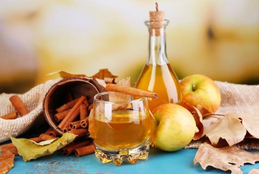 لن تصدق ماذا يحدث عندما تشرب على الريق في الصباح خل التفاح والعسل مع الماء