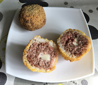Arancini filled with meat and blue cheese