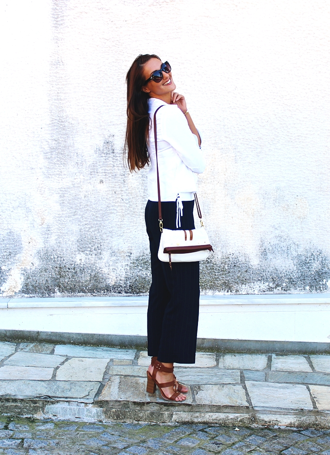 Must-have cropped pants.Best classic looks.