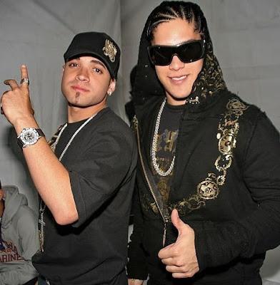 Foto de Chino y Nacho posando para sus fans