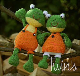 Knitted Toys: Summer Friends: knitted dolls and knitted frogs