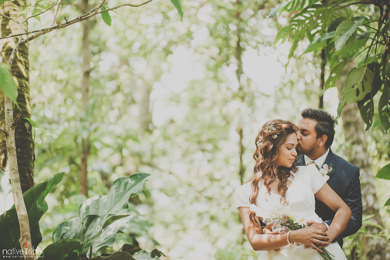 Intimate wedding of Ayanthi & Oshadh in Kandy, Sri Lanka