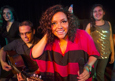 Foto de Shantall Young Oneto en el escenario