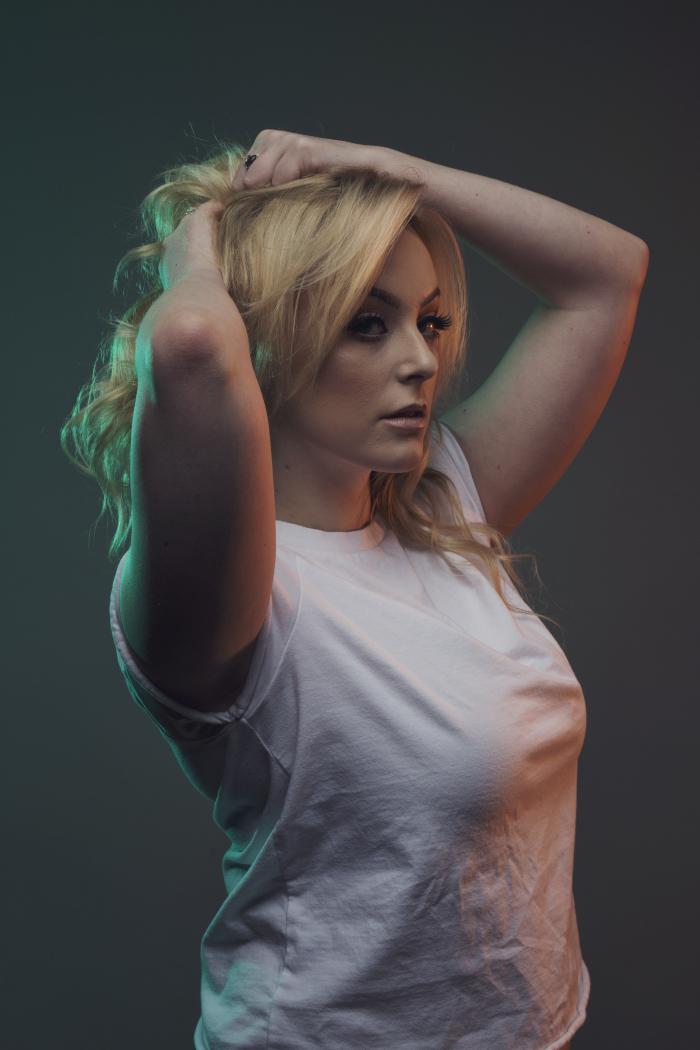 Портрет с использованием отраженного от панелей V-Flat цветного света вспышек