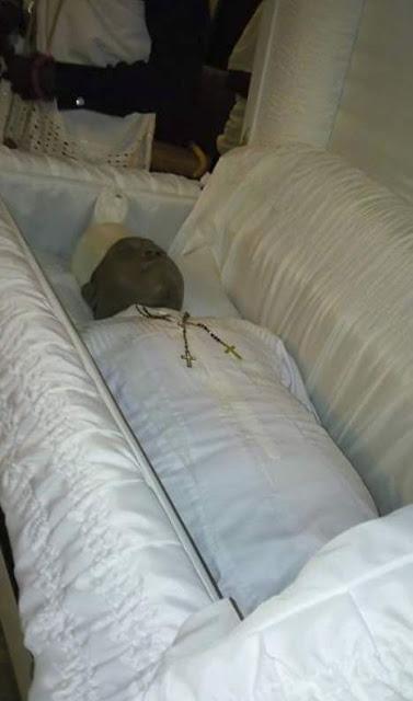 See Stephen Keshi's Corpse As N3Million Casket Is Opened ...