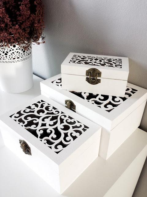 Białe ażurowe pudełka na biżuterię osłonka Skurar Ikea