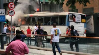 Ônibus pegando fogo, Avenida Rio Branco, centro-RJ