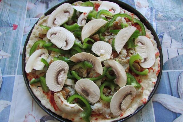 pizza z pieczarkami i kurczakiem