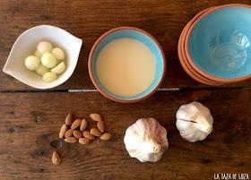 Ajo blanco (sopa fría de almendras)