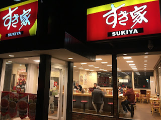 "A picture outside looking in the popular beef-bowl chain ""Sukiya"""