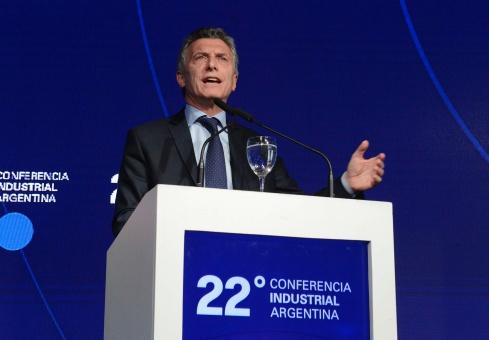 Macri discutirá en 2017 más recortes sociales para Argentina