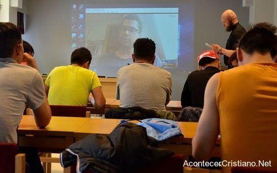 Ex musulmanes en clases de estudio bíblico