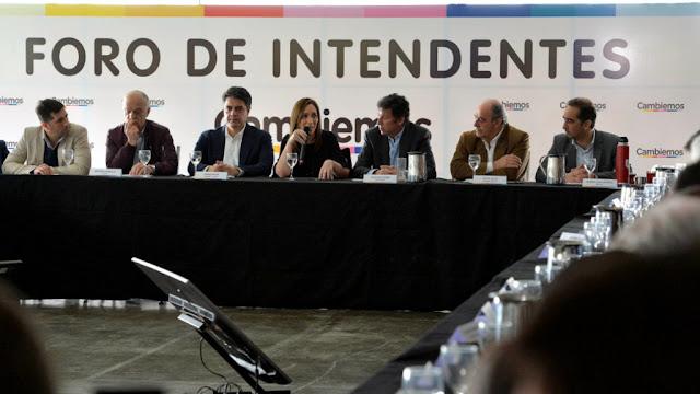 María Eugenia Vidal junto a los intendentes bonaeresnses de Cambiemos