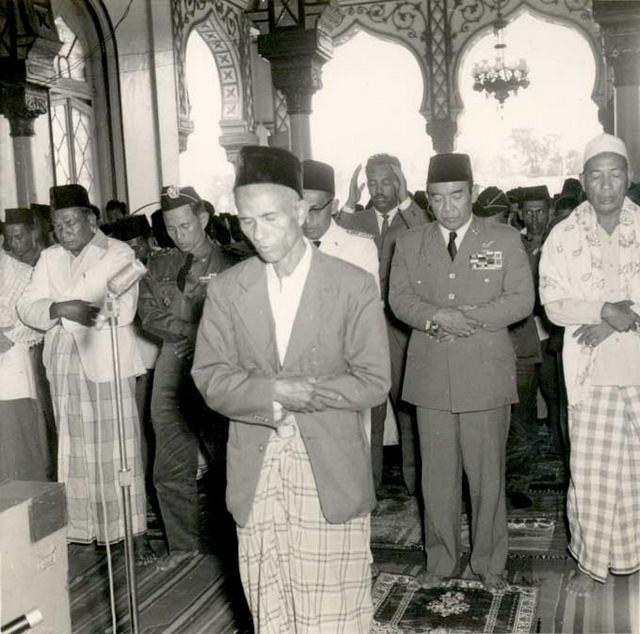 JAS MERAH! Percakapan Presiden Soekarno Dengan Daud Beureueh Saat Meminta Bantuan Orang Aceh | PORTAL ISLAM