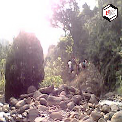 Watu belah wisata sikujang