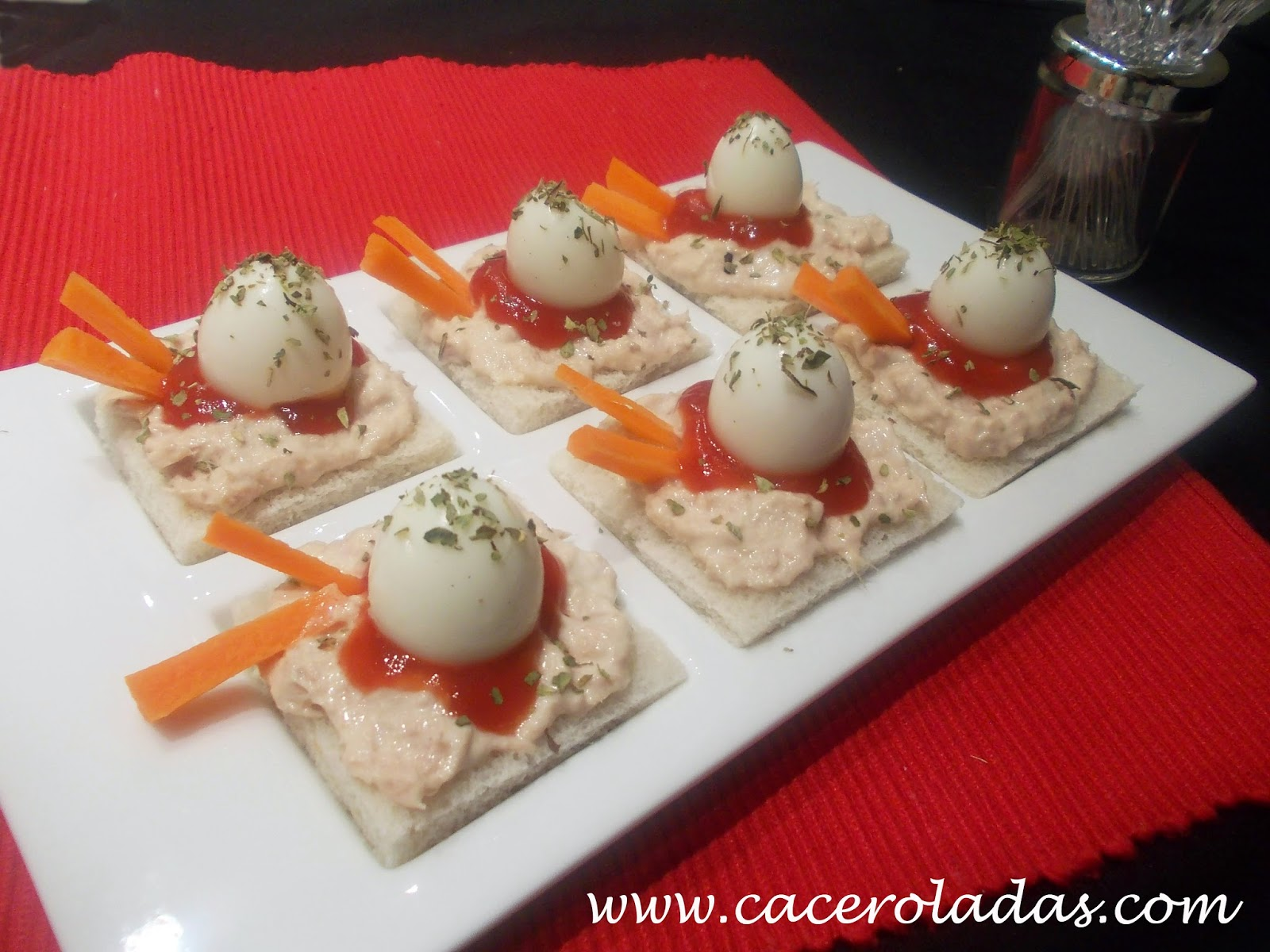 Canap s sencillos con huevos de codorniz caceroladas for Que es un canape