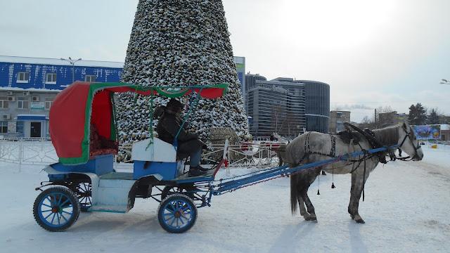 карета и лошадка  готовы прокатить