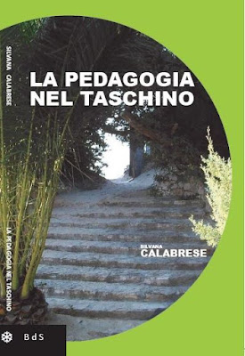 Cover Silvana Calabrese La pedagogia nel taschino Pedagogy in the pocket