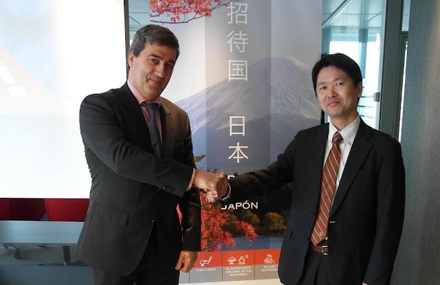 El director general de BEC!, Xabier Basáñez, y el consejero de la embajada de Japón en España, Yuichiro Masuda. Foto: BEC!