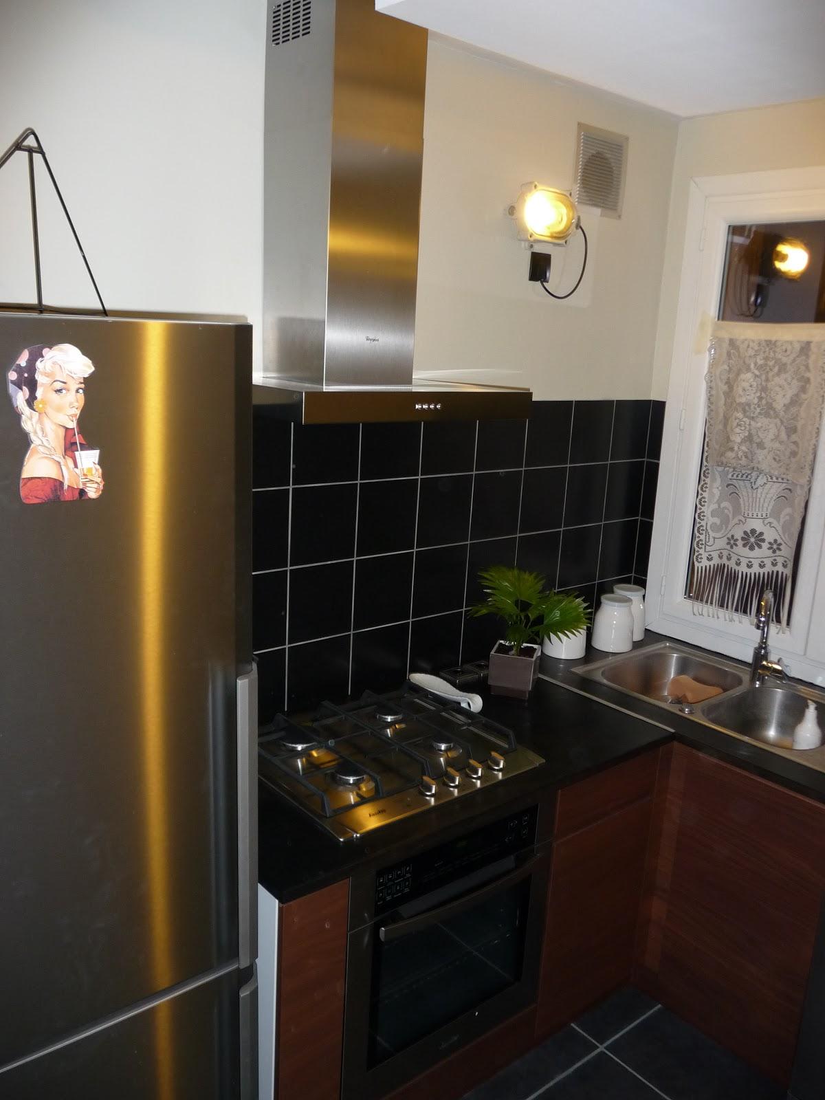 r novation d 39 un appartement pose de la hotte cuisine fin. Black Bedroom Furniture Sets. Home Design Ideas