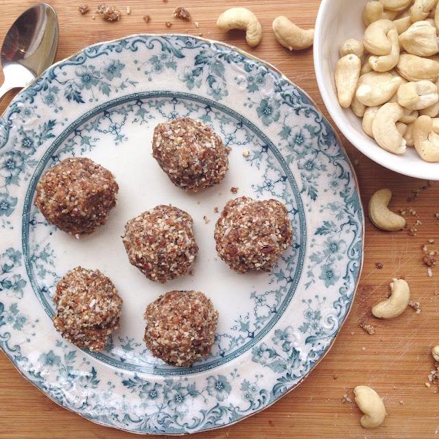 vegan_coconut_cashew_bliss_balls